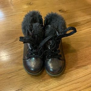 Baby gap boots with fur trim.